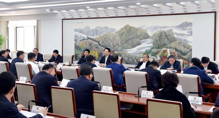 研究工业互联网发展等工作 景俊海主持召开省政府常务会议