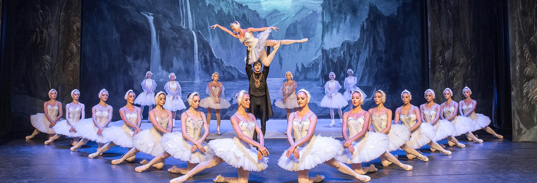 冰舞芭蕾《天鹅湖》