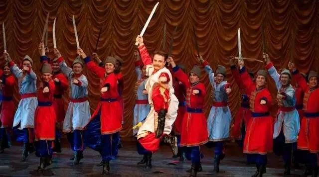 俄罗斯国立戈登科舞蹈团《欢乐的西伯利亚》07.webp