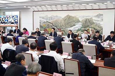 (缩略图)景俊海在省政府重点工作交流会上强调 坚持问题导向聚焦精准发力 坚决打好打赢脱贫攻坚战.webp