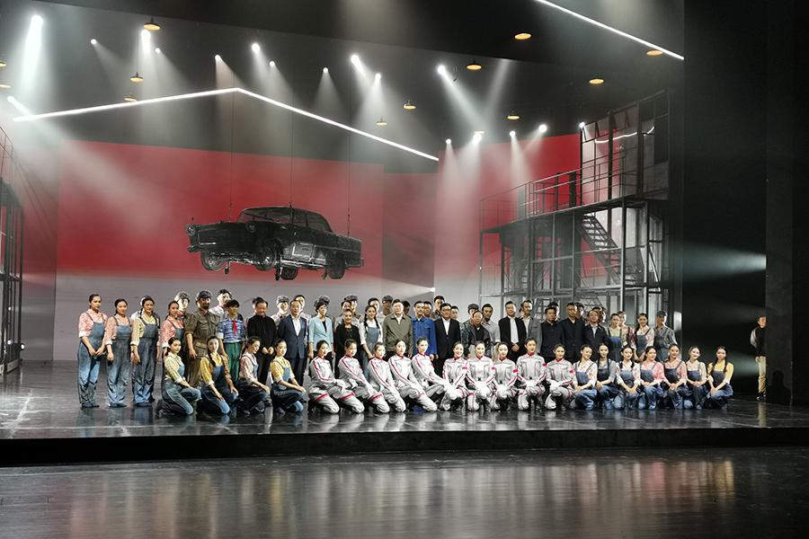 大型民族舞剧《红旗》修排版在吉林市举行首演 01