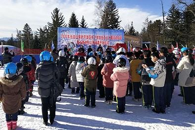 (缩略图)长白山保护开发区中小学生全员上冰雪活动启动