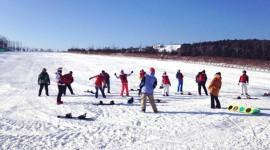 (缩略图)龙井市举办首届青少年滑雪趣味赛